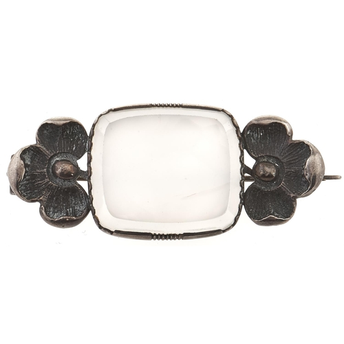 228 - An Arts & Crafts silver and chalcedony brooch, 12g