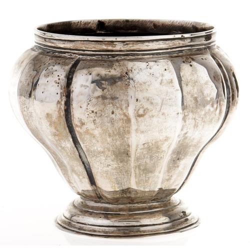 348 - Maltese silver. A sugar bowl or tea caddy,of lobed pear shape, 8cm h, 3ozs