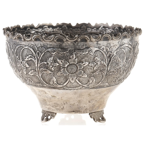 356 - A silver rose bowl, early 20th c, embossed and repousse decorated with a broad band of flowerheads a...