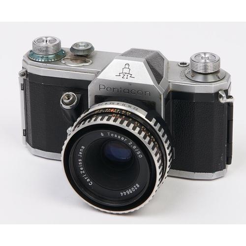 442 - A Pentacon ZI 5mm SLR 35mm camera, with Carl Zeiss Jena Tessar 50mm F2.8 lens
