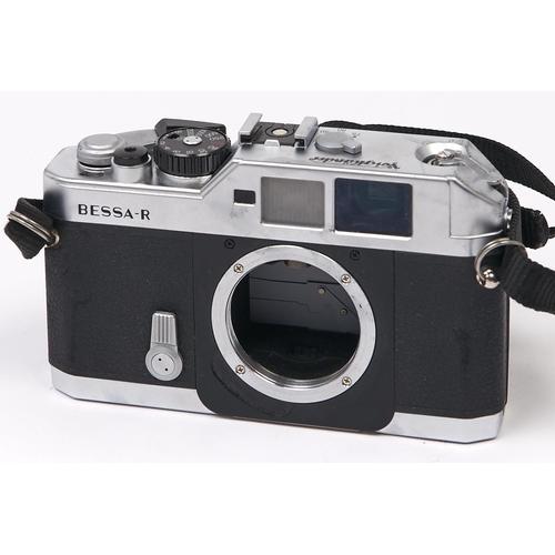 450 - A Voigtlander Bessa-R SLR 35mm camera body, with original case