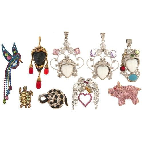 597 - Miscellaneous costume jewellery