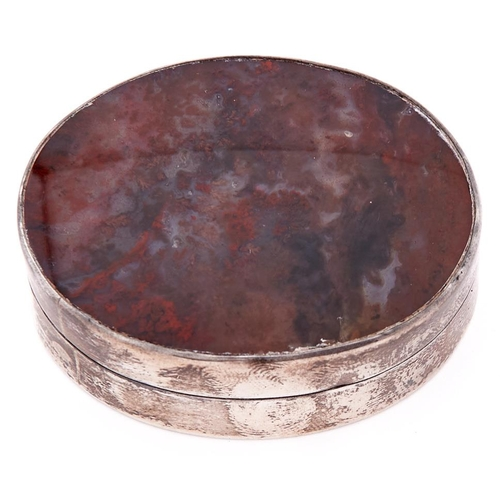 628 - A George V oval silver and hardstone snuff box with agate inset lid, 47mm l, by William Charles Mans...