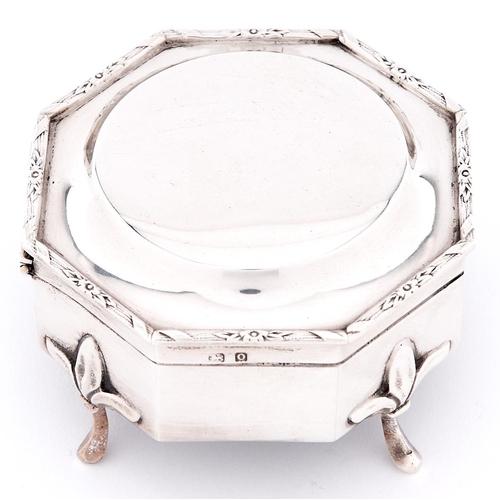 644 - A George V octagonal silver trinket box on four feet, 82mm, by William Neale Limited, Birmingham 191...