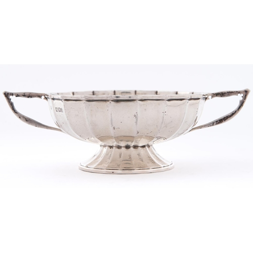 703 - An Edwardian fluted silver bonbon dish, with angular handles on flared foot, 18cm over handles, by S...