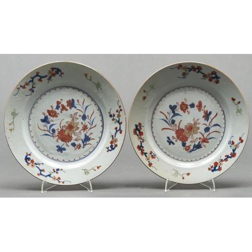 792 - A pair of Chinese Imari plates, Qing dynasty, 18th c, 23cm diam