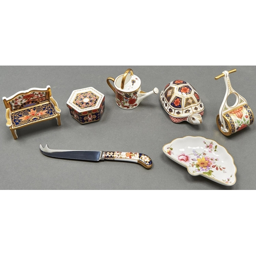 814 - Five Royal Crown Derby Imari pattern miniature objects, including a tortoise paperweight and two oth...