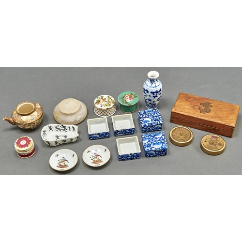 825 - Miscellaneous miniature ornamental ceramics, to include a silhouette printed bone china pipe rest, S...