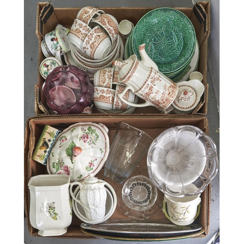 961 - Miscellaneous ceramics and glass, to include a Wemyss ware square box, painted with honey bees, c190...
