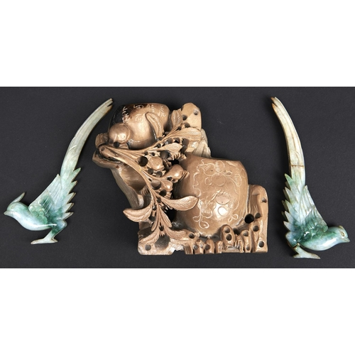 979 - A Chinese soapstone brush washer, 20th c 12.5cm h and two jade carvings of birds (3)...