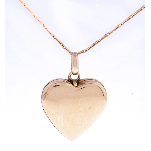 525 - A 9ct gold heart shaped locket,20mm, Chester 1958 and a 9ct gold necklet, 4.4g