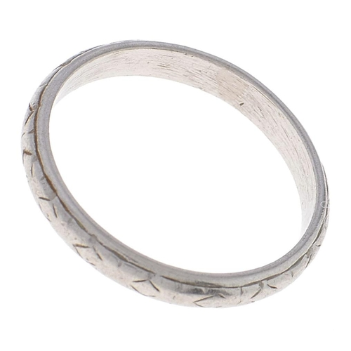 555 - A platinum wedding ring, marked PLAT, 3.3g, size K