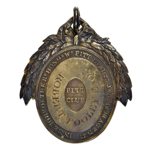 22 - A GeorgeIII silver gilt Pitt Club member's badge, 1806,centred by an oval glass paste cameo of Wil...