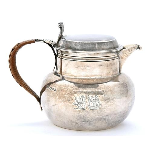 44 - A George V silver bun shaped lidded jug,Davidge and Smyth crests, 12cm h, by the Goldsmiths & S...