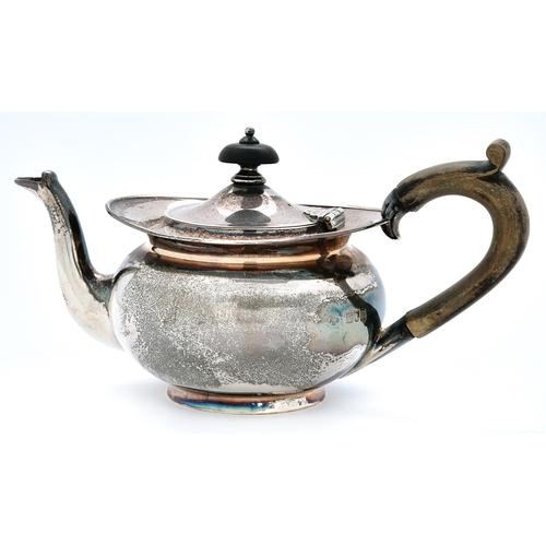 50 - An Edwardian silver bachelor's teapot, 10cm h, by Horace Woodward & Co Limited, London 1907, 8oz...