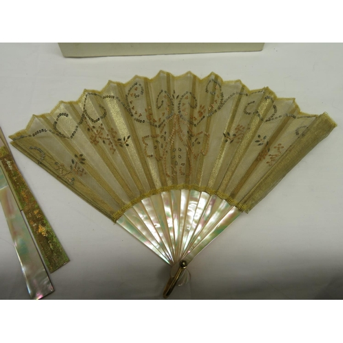 19 - J Duvelloroy Victorian mother of pearl and yellow metal fan...