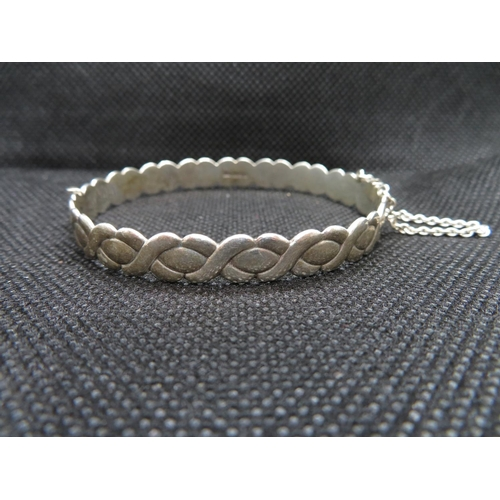 13 - Silver bangle with tension fastener 14g...