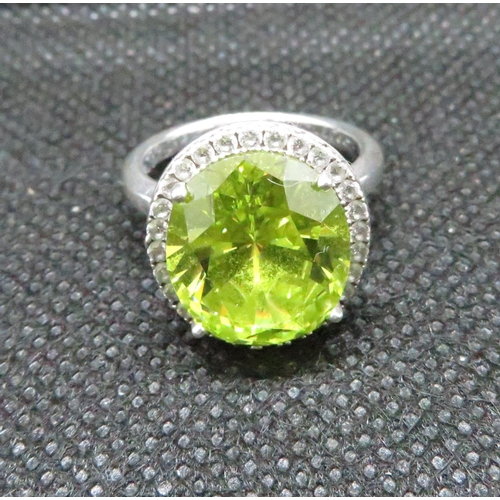 Boxed silver and green stone ring 6.6grams