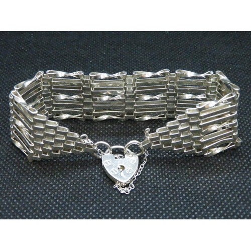 12 - Vintage silver 7bar gate bracelet with padlock and chain HM London 1979 23g...