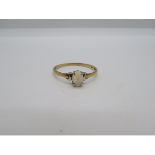 9ct .9g gold ring size O with opal stone