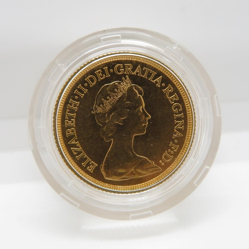 32 - 1976 mint condition blister pack full sovereign