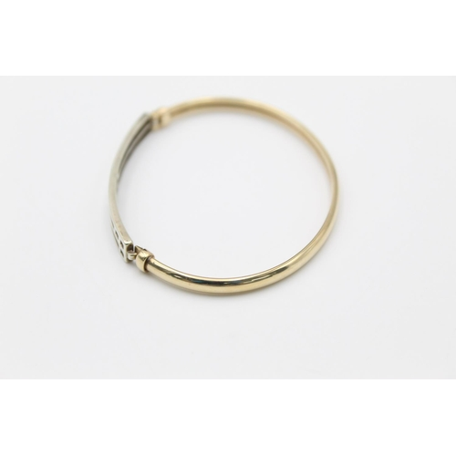 30 - 9ct gold two-tone cutwork bangle bracelet 6.7g