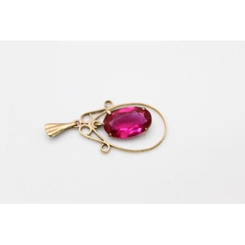 40 - vintage 9ct gold ruby paste drop pendant 1.8g