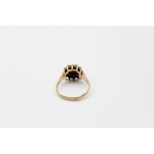 41 - 2 x 9ct gold garnet rings inc bohemian, solitaire 5.3g  Size M for both