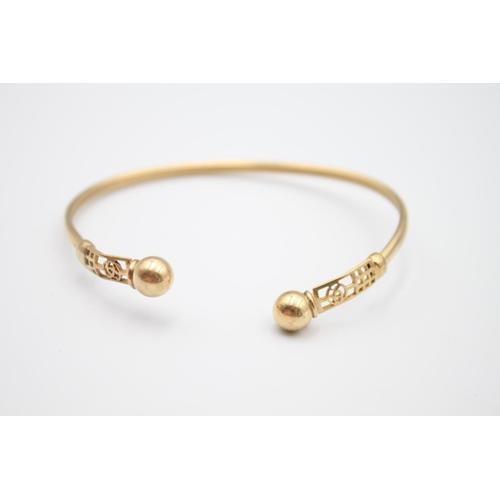 51 - 9ct gold Celtic rose design torque bangle 5.8g