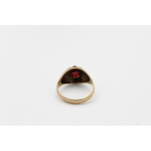 56 - 9ct Gold garnet gypsy ring 4.7g Size U