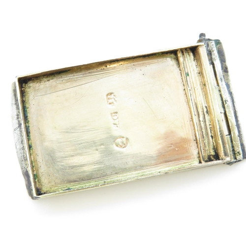 30 - Very early HM silver snuff box with damaged lid and hinge