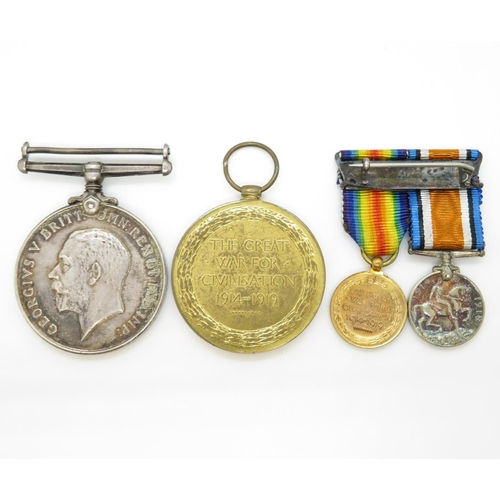49 - WWI pair of medals with miniatures 180941 GNR.S.J. Dick. R. A.