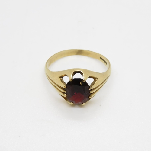 27 - 9ct gypsy style ring with garnet stone 3.5g size X