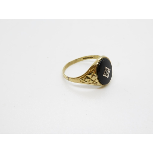 29 - 9ct gold signet ring 2.2g size T