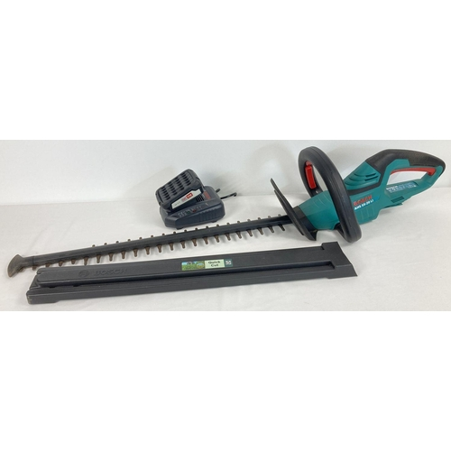 1404 - A modern Bosch AHS 55-20 LI cordless 18V trimmer. Complete with 2.5Ah rechargeable battery and charg...