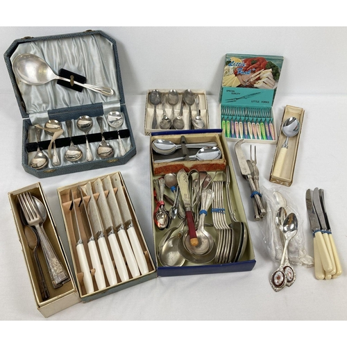 1026 - A box of assorted vintage boxed & unboxed cutlery items. To include: cased fruit spoon set, boxed kn...