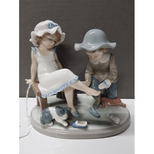 27 - LLADRO FIGURE 5361 TRY THIS ONE...