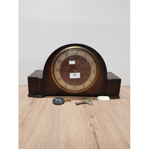 47 - OAK SMITHS MANTLE CLOCK WITH PENDULUM AND KEY...