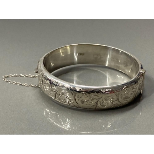 30 - SILVER HOLLOW ENGRAVED BANGLE, 24.6G...