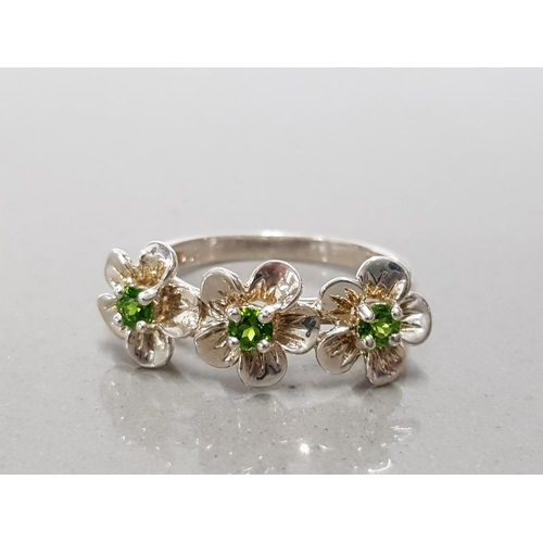 21 - 925 STERLING SILVER 3 CHROME DIOPSIDE FLOWER HEAD RING SIZE R GROSS WEIGHT 3.3G...
