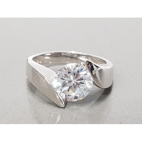 9 - 925 STERLING SILVER CZ SOLITAIRE RING SIZE L GROSS WEIGHT 4.1G...