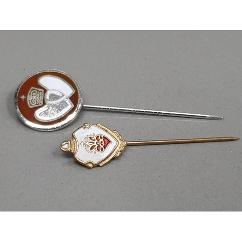 39 - SILVER BLOOD DONOR STICK PIN AND ENAMEL SACRED HEART STICK PIN 3.7G GROSS