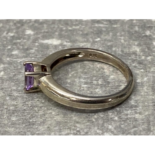 52 - Silver ring set with pear shape amethyst, 3.6g size s
