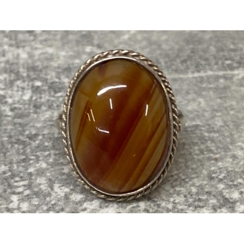 56 - Silver and oval banded agate ring, 4.5G gross, size I