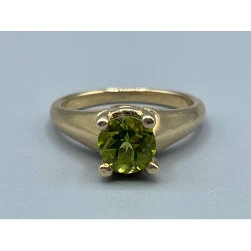 9ct gold green stone ring 4.23g size N1/2