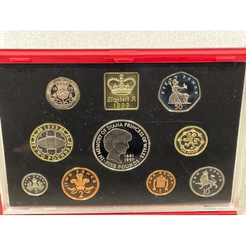 10 - 1999 deluxe year set in original case and certificate