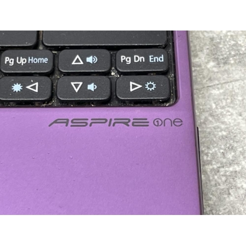 31 - Acer aspire one laptop with charger