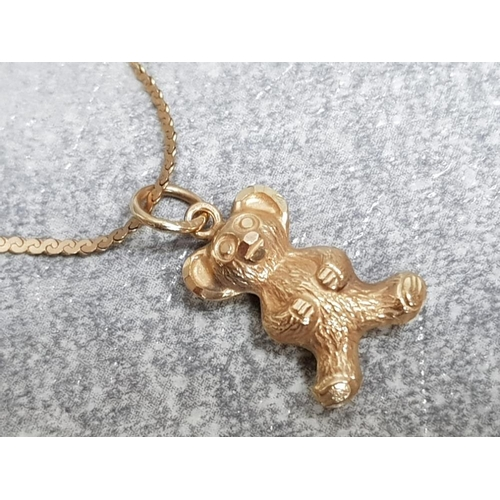 35 - 9ct yellow gold serpentine link bracelet and 9ct teddy bear pendant, 1.3g