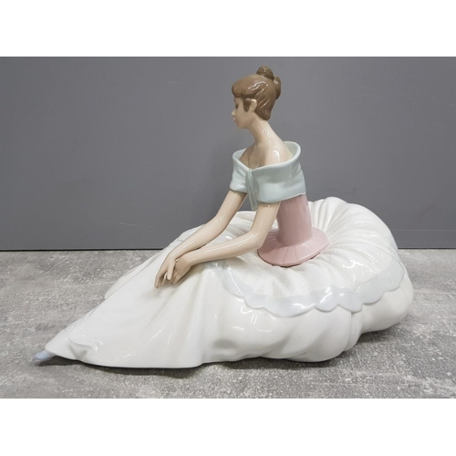 42 - Large Nao by lladro figure 1266 Hope