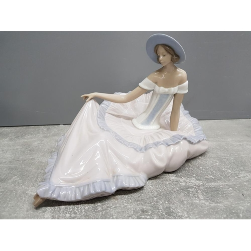 44 - Large Nao by Lladro figure 1265 Grace